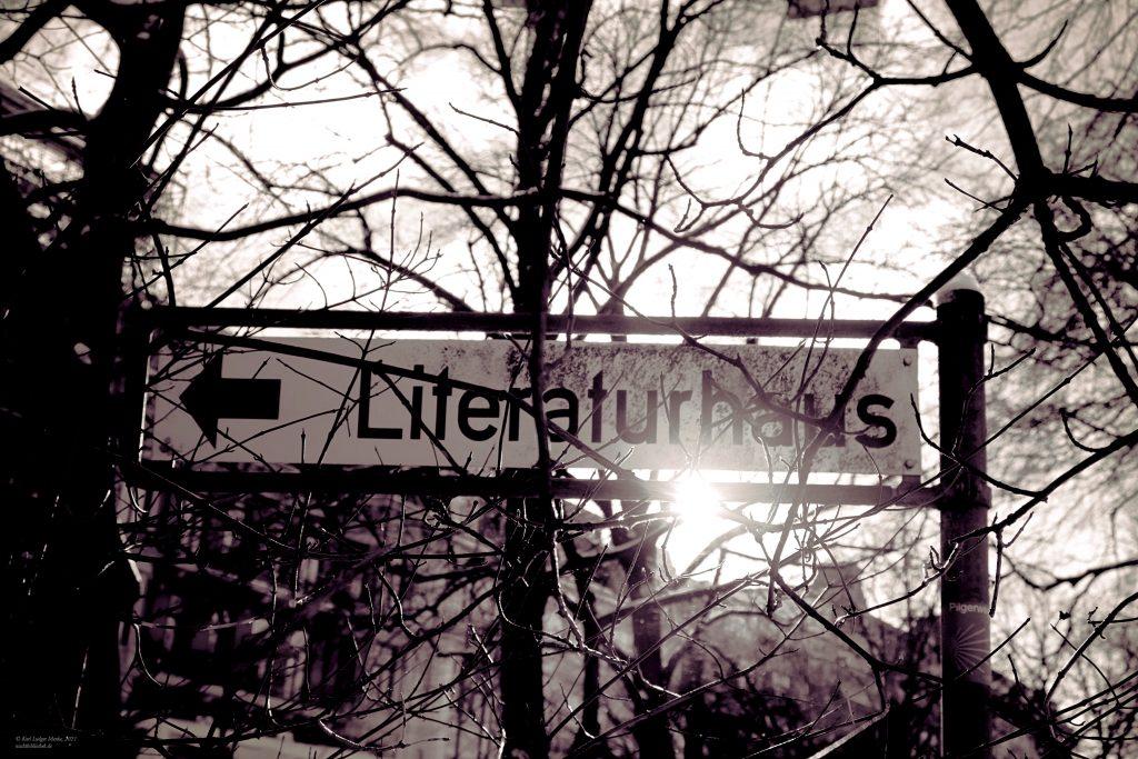 Wegweiser zum Literaturhaus Hamburg